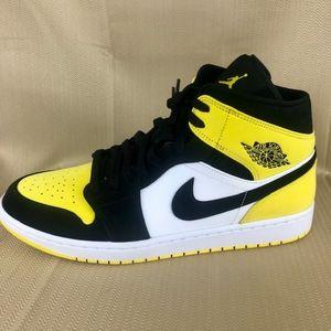 """Air Jordan 1 mid SE """"yellow toe"""""""